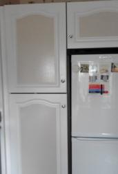Kitchen cupboards round fridge